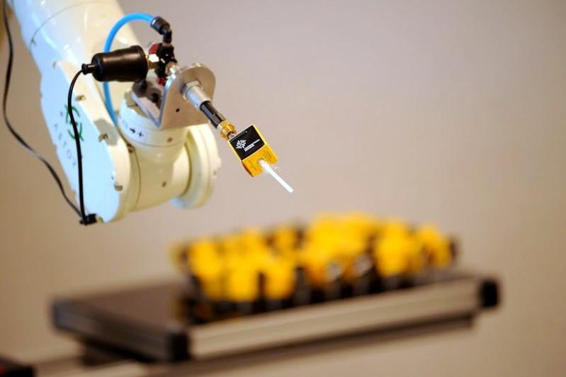 Firmy produkcyjne inwestują w automatykę, ale dane nadal przetwarzają także ręcznie